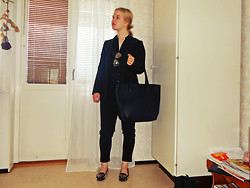 Elin Lindblom - Glitter Sunglasses, H&M Blazer, H&M Shirt, H&M Pants, H&M Bag, Nly Trend Loafers - BLACK AS THE NIGHT