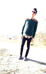 Melik D - River Island Green Sweater, H&M Beige Shirt, Zara Dress Shoes, H&M Super Slim Fit - INTO THE WILD