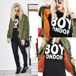 Dena T. - Frontrowshop Army Green Bomber Jacket, H&M Waxed Pants, Romwe Mirrored Shades, Nike Sneakers Nikeid - Quilted bomber jacket