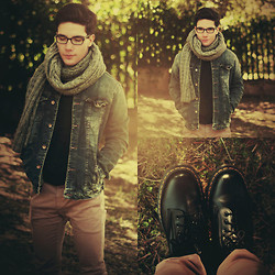Gabriele Pillosu - Zara Denim Jacket, Grey Scarf, Ray Ban Glasses, Beige Jeans, Dr. Martens Boots - State of Dreaming