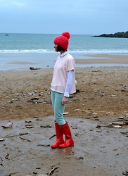 Emma Smith - Hunter Wellies, J.Crew Jeans, J.Crew Shirt, Des Petits Hauts Sweater, Anthropologie Hat - Pastels and Sea Foam
