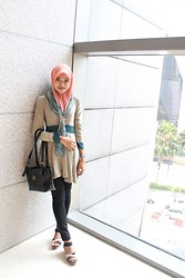 Nadiah Rostam - Bawal Scarf, Saloma Tops Psc, Unbranded Bag, Skinny Jeans, Wedges - Shine bright like a diamond