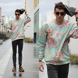 Clément Lasserre - Aloha From Deer Sweatshirt, Zerouv Sunglasses - Paris Fashion Week - Day 5