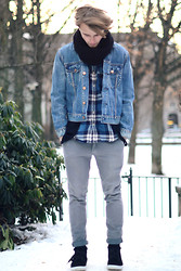 Theo Ortengren - Weekday Jeansjacket, American Eagle Shirt, H&M Cardigan, Cheap Monday Chinos - Walking on a dream