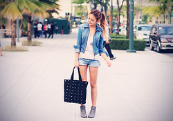 Cheyser Pedregosa - Frontrowshop Studded Bag, American Eagle Utfitters Denim Cutoffs - Washed out