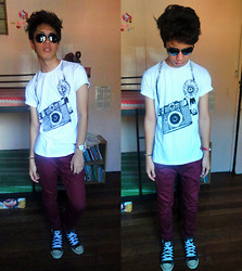James Mationg - Ray Ban Sunglass, Local Shirt, Maroon Pants Jeans, Converse All Star Shoes, Tomato Watch - Day after tomorrow