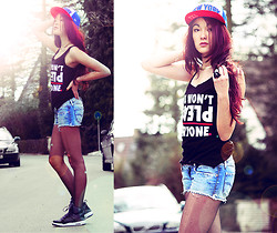 Alessandra Kamaile - Diesel Hotpants, Estarer Top, New York City Ny Giants Snapback, Darth Vader Ring, Nike Air Jordans, Vintage Necklace - You won't please everyone.