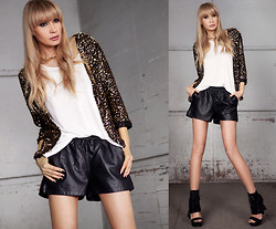 Daggi Str - Chicnova Shorts, In Love With Fashion Sequin Blazer, Blings Necklace - Boxers