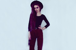 Violet Ell - Thrift Store Bodysuit, Thrift Store Hat, Stolen From My Mom`S Closet Jeans, Ray Ban Sunglasses - 12.03.2013
