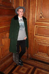 Oscar Ferré - Lanvin Grey Hat, Vintage Green Coat, H&M Ny Sweater, Charvet White Shirt, The Kooples Black Jeans, H&M Rubber Shoes, Asos Plastic And Leather Bag - GRAND SALON