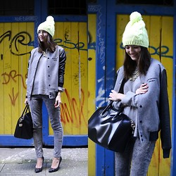 Alexandra Per - Primark Beanie, Storets Jacket, Givenchy Bag, Zara Shoes, Zara Sweater, H&M Jeans - The bright beanie