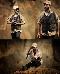 Boreas Ʊ - B&B Industries Denim & Leather Photographer Vest, Desert Camouflage Army Cap, Desert Camouflage Army Shirt - War Photographer - Desert Camouflage