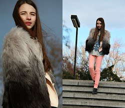 Daniela Hálová - C And A Faux Fur Coat, Pull & Bear Pants, Zara Tee - Good time