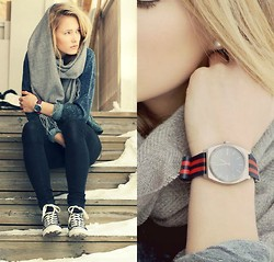 Petra Karlsson - Watch, Sweater, Shoes - Click clock