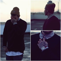 Chris Kross - Carhartt Beanie, Fuchs Manufactur Watch, 5th&Main Sweater - Puesta de sol