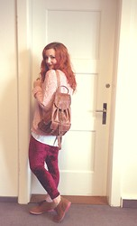 Aranka Hartmann - Romwe Red Velvet Leggins, Hipster Backpack, Second Hand - Scarlett