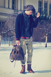 Gra K. - Bershka Sweatshirt, 2nd Hand Beanie, 2nd Hand Backpack, New Yorker Pants, Reserved Boots - Kangaroo