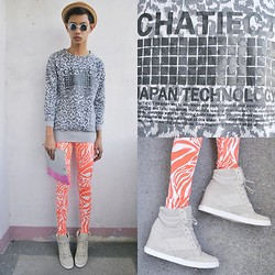 Jeroy Balmores - Netvigator Leggings, +Ruckus Clutch, Topshop Sneakers Wedges, Sm Accessories Bowler Hat - Print Monster
