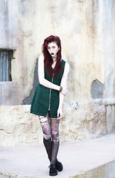 Alexa Puzderová - Clover 90s Green Zipper Dress, T.U.K. Footwear Creepers, Funk Plus Studded Leather Cuff - New Kind Of Kick