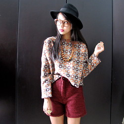 Adelle Veronica - Miss Selfridge Black Fedora, La Delle Clothing Zippy Cropped Top, La Delle Clothing Maroon High Waist - Pattern and texture