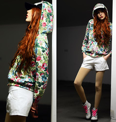 Ebba Zingmark - Nowistyle Hoddie, Nowistyle Shorts, Gojane Boots, 2hand Cap - PASS THIS ON