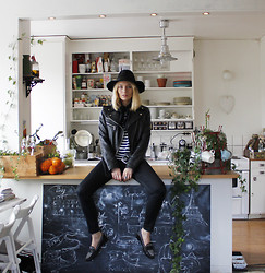 Josefin Dahlberg -  - Todays outfit @home