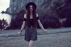 Violet Ell - Thrift Store Top, Thrift Store Skirt, Thrift Store Hat, Bracelet - 16.10.2012