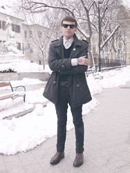 Post-Puŋk L0v3R - Fred Perry V Neck Jumper, Ray Ban Vintage W Farrel Sunglasses, H&M Trousers, Vintage Leather Goyser Shoes - Snow Is Everywhere