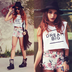 Alana Ruas - 2020ave Floral Shorts, Brashycouture Tshirt, Paccony Iphonecase, Choies Boots - DREAMBIG
