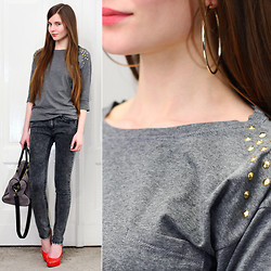 Ariadna Majewska - Topshop Grey Studded Top, Grey Denim Pants, Toria Blanic Red Leather Pumps, Grey Suede Bag, H&M Gold Earrings - Casual