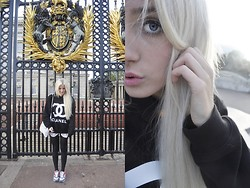 Carly Beljajew - Nike Air Max - Hello London.