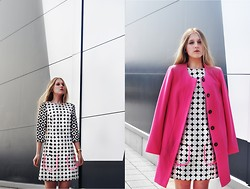 Dominica Justyna - Reserved Pink Coat, Simple Cp Dress - Back to 60's | movesfashion.