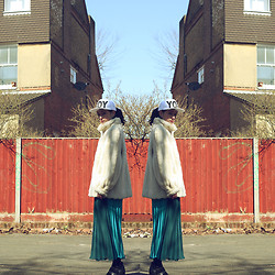 Laura Borges Ribeiro - Boy London Hat, Unknown Coat, Unknown Skirt - SUNNY LONDON YET SO COLD