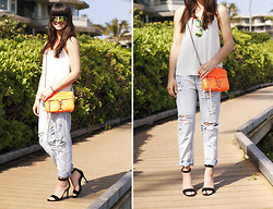 Casey David - Sunglasses, Bag, Boyfriend Jeans, Pumps - Beach Days