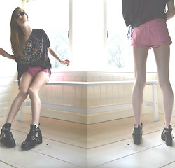 Sophie R. - Levi's® Shorts, Tobi Cut Out Booties, Vintage Top - I'd like mine pink