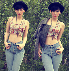 Nora Lovely - Levi's® Jeans, Primark Shirt - Love me