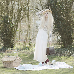 Paris & London - - Abhair Wig, H&M Dress, H&M Blazer, River Island Hat, Urban Outfitters Boots, Vintage Bag - Picnic at hanging rock