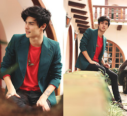 Vini Uehara - Merrin And Gussy The Night Creeper Pendant, Zara Blaser - The way we get by