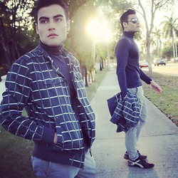 Juanjose Rangel - United Colors Of Benetton Navy Blue Turtleneck Sweater, Bershka Checkered Jacket, Steve Madden Black Leather Shoes With Grey Details, United Colors Of Benetton Solid Light Grey Pants - Turtleneck Sweater on a Guy