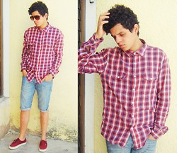 Axel Marquez - Vans Sneaker, Pull & Bear Sunglasses, Pull & Bear Long Sleeve Shirt, Bershka Shorts - RED 08/04/13