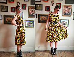 Lereese Atkinson - Girl Stole Vintage Dress, Kenneth Vintage Belt, From A Market Cut Out Boots, Asos Lennon Sunglasses - SUNFLOWER SUMMER.