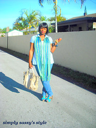 Simply Sassy's Style - A Stalker of Fashion - Lover of Cars - Multi Colored Over Sized Scarf, Tan Over Sized Handbag - Blues
