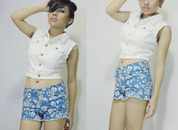 Loraine Villanueva - Forever 21 Denim With Studds, Forever 21 Floral Shorts, Tory Burch Black - Overcoming Insecurity