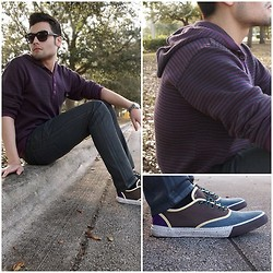 Juanjose Rangel - Urban Outfitters Uo Outdoor Cvo Trainer - Guy Sitting On Pavement