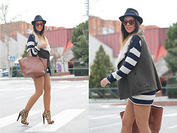 Laura Ruiz Andujar - Pull & Bear Vest, Primark Bag - Reflective Glasses
