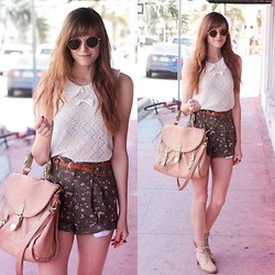 Steffy Degreff - Forever 21 Top - Sunny days and floral shorts.