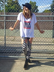 Tiffany Leigh - Naive Nation Sdrs Tee, Timeless Boutique Striped Garter Leggings - Sex, Drugs & Red Soles