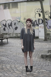 EMILIE HIGLE - Zara Beanie, Zara Tee, Maje Boots - THROW ON AND GO
