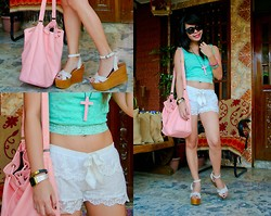 Katrina C. - Forever 21 Top, Kamiseta Shorts - Lacey Days