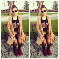 Andrea Gmx'p - Ray Ban Sunglasses, Zara T Shirt, Zara Short, C&A Blazer, Dr. Martens Boots - Spring outfit
